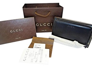 7f9829304579 Gucci Gucci Unisex 332747 Black Calf Leather 34 Zip Clutch Wallet Gift Bag  495