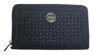 Tory Burch Nwt Tory Burch Navy Color Smartphone Quilted Leather Bryant Wallet
