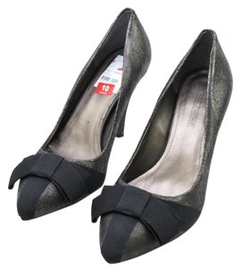 Circa Joan & David Bow & Black Crinkle Leather Pumps