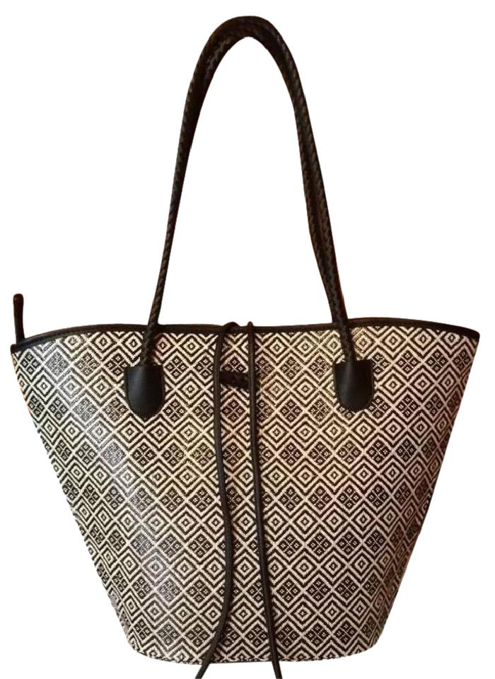 8fd9efe26ba6 Neiman Marcus Purse Carry On Travel Designer Luxury Tote in Black and White  Image 0 ...