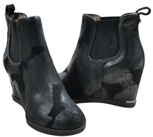 Donald J. Pliner Oiled Accents Oiled Accent Pull-on Dual Side Goring Hidden Wedge Black Boots