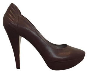 Kenneth Cole burgundy Pumps