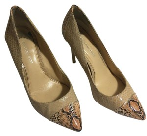 Gianni Bini Leather Pumps