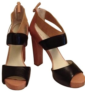 Nine West tan/black Sandals