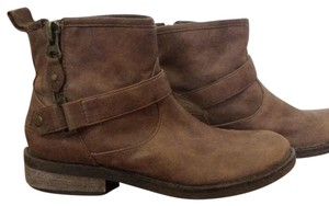 American Eagle Outfitters Distressed Distressed Low Heel tan Boots