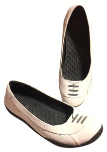 Clarks White/Taupe/Black Rubber Soles Flats