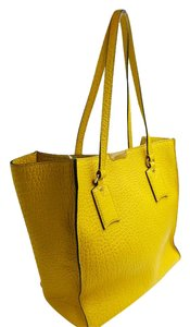 Burberry Tote in Yellow