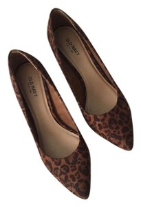 Old Navy Heels Leopard Pumps