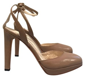 Brian Atwood Datenight Bardot Nude Redcarpetready Nude/ Beige Pumps