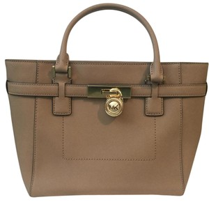 Michael Kors tan Messenger Bag