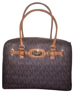 Michael Kors Hamilton Mk Travel Two Handles Brown Signature Travel Weekender Satchel in Signature Brown