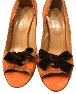 Valentino orange and brown Pumps