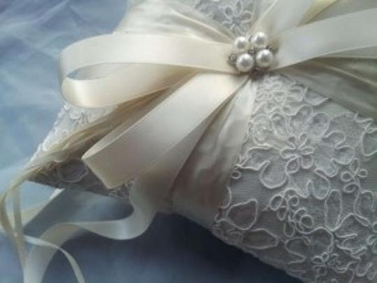 Preload https://item1.tradesy.com/images/ivory-lace-ring-bearer-pillow-204570-0-0.jpg?width=440&height=440