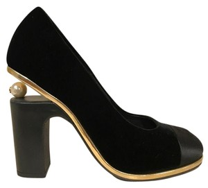 Chanel Pearl Classic Gold Velvet black Pumps