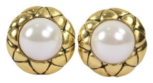 Chanel Quilted Pearl Earrings CCAV264