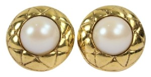 Chanel Quilted Pearl Earrings CCAV304 ivan