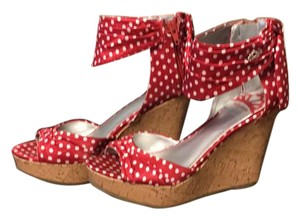 Fergie Red/White Wedges