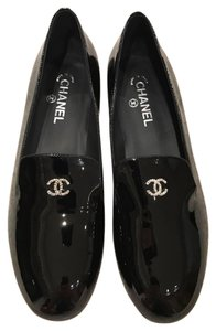 Chanel Pearl Logo Patent Leather Ballerina black Flats