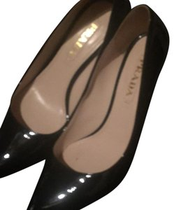 Prada black patten leather Pumps