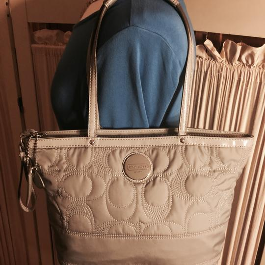 Coach Tote in Gray Image 7