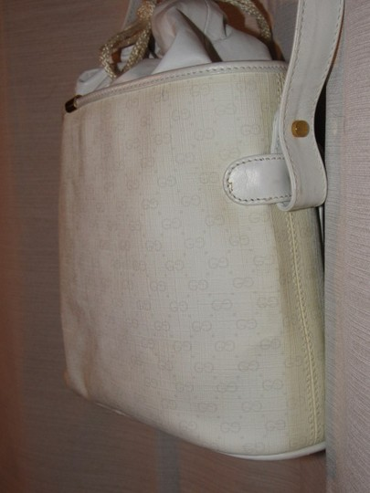 Gucci Shoulder/Cross Body Drawstring Top Mint Vintage Great Everyday Rare Early Satchel in white small G logo print on white coated canvas and white leather Image 7