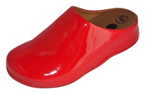 FitFlop Shuv Patent Clogs Red Flats
