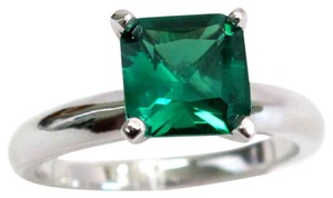 9.2.5 Gorgeous green emerald square cocktail ring 2 carat size 7