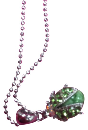 Preload https://img-static.tradesy.com/item/20464636/green-and-silver-unknown-necklace-0-1-540-540.jpg