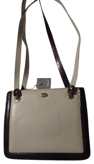 Preload https://img-static.tradesy.com/item/20464905/bally-vintage-pursesdesigner-purses-ivory-textured-leather-with-brown-crocodile-embossed-trim-should-0-1-540-540.jpg