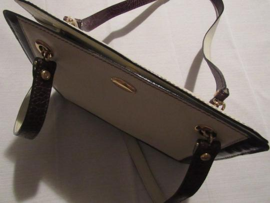 Bally Timeless Style New Mint /New Condition Multiple Compartment Leather/Crocodile Shoulder Bag Image 6