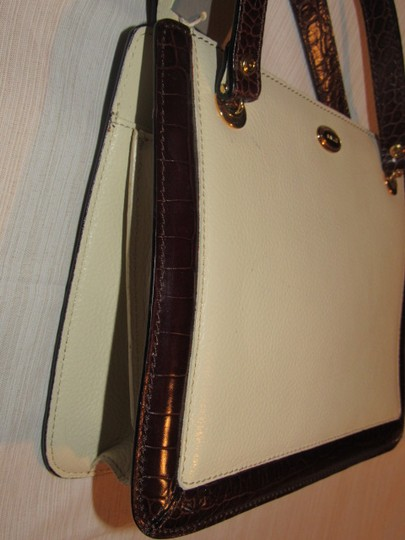 Bally Timeless Style New Mint /New Condition Multiple Compartment Leather/Crocodile Shoulder Bag Image 8