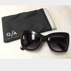 Quay Australia Brand new with tags and dust bag - Quay -