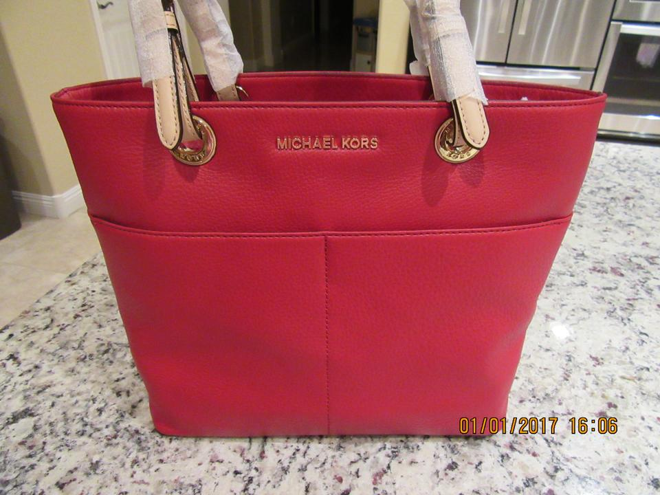 4499623fdcc MICHAEL Michael Kors Bedford Leather Pocket Tote in Red. 1234567891011