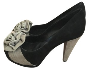 Ann Roth Black with beige heel and flower Pumps