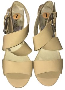 Michael Kors beige Pumps