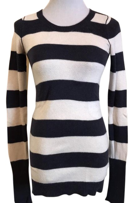 Preload https://img-static.tradesy.com/item/20466925/abercrombie-and-fitch-navy-blue-and-cream-sweater-0-1-650-650.jpg