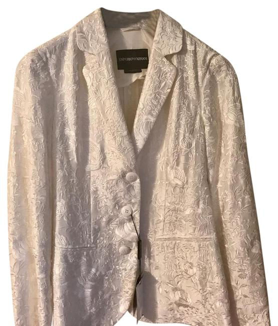Preload https://img-static.tradesy.com/item/20467155/emporio-armani-whiteivory-jacket-shorts-suit-size-2-xs-0-1-650-650.jpg