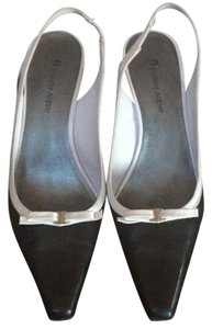 Etienne Aigner Navy & white Pumps