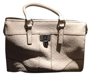 Guess Satchel in soft pink