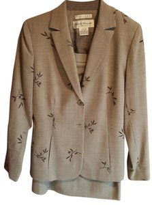 Rena Rowan Beautiful gray wool suit with bamboo leaf pattern