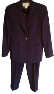 Jones New York Beautiful Jones New York purple wool pants suit.