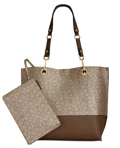 Calvin Klein Reversible Signature New Tote in Brown