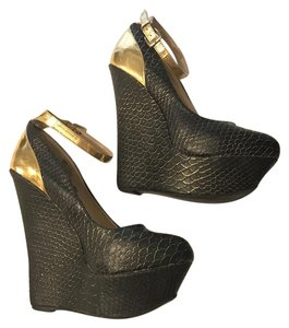 JustFab black Wedges