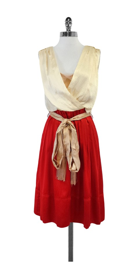 Buy the latest women's Red dresses online at low price. StyleWe offers cheap dresses in red, black, white and more for different occasions.