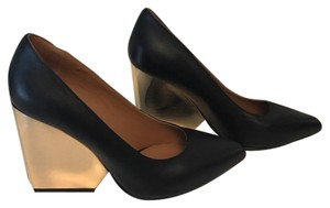Raoul Black Pumps