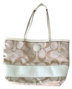 Coach Tote in khaki/white