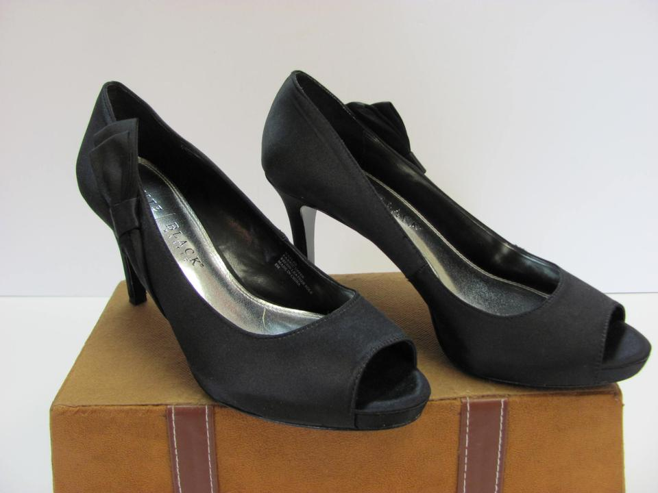 416c1750e9 White House | Black Market M Peep Toe Leather Soles Very Good Condition  Pumps