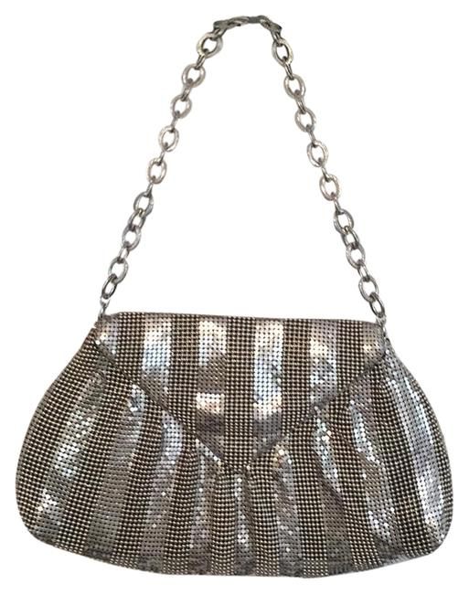 Item - Evening with Linked Chain Strap Silver Metallic Clutch