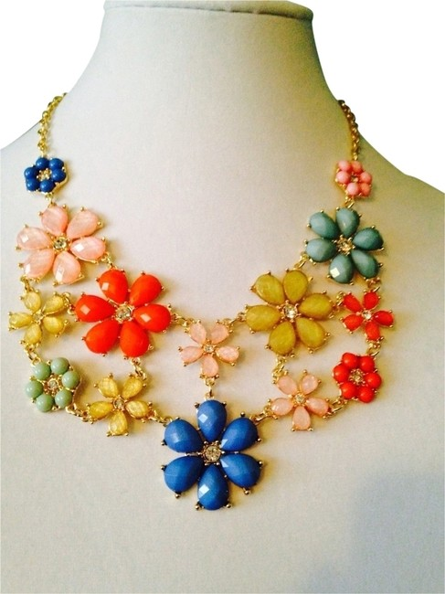 Item - Multi-color 2-piece Set Nwot Faceted Flower Statement Bib Necklace & Earring Set