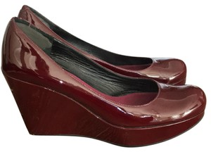 Marc by Marc Jacobs burgundy Wedges